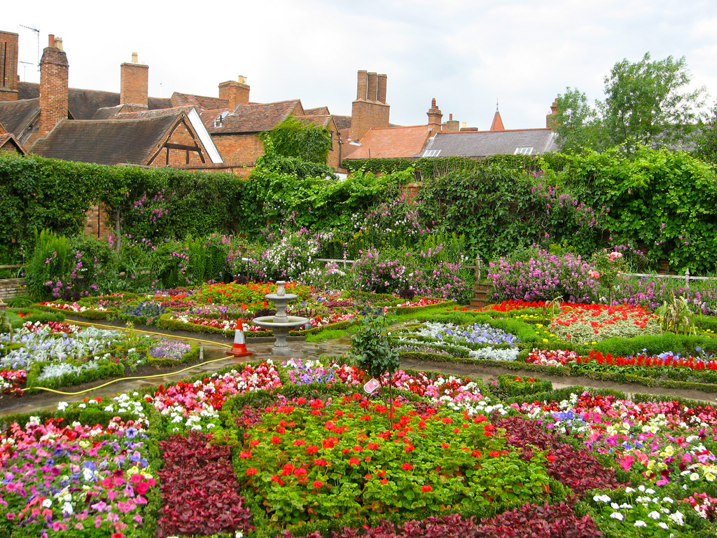 elizabethan-knot-gardens-nestled-in-the-heart-of-englan-secret-world