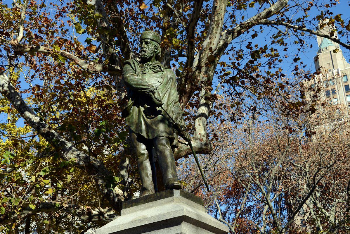 statyn-av-garibaldi-i-washington-square-pa-secret-world