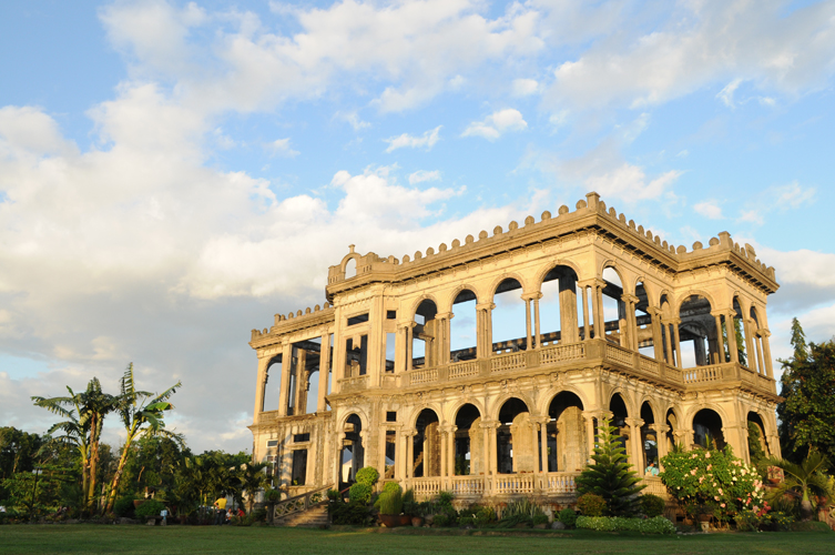 talisay-ruins-of-the-mansion-of-the-lacsons-family-secret-world