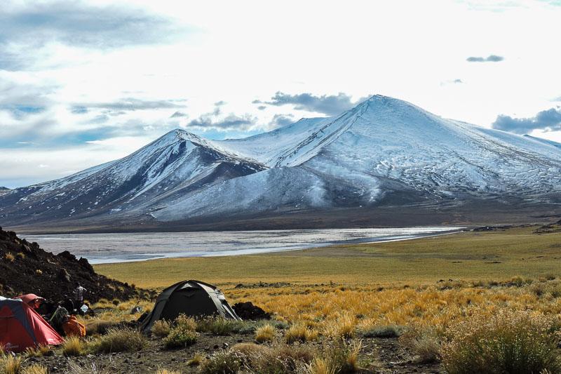 argentina-laguna-del-volcan-tromen-secret-world