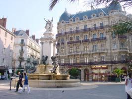 Piazza Notre-Dame v Grenoblu... - Secret World
