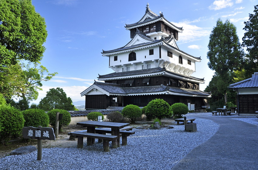 iwakuni-castle-was-built-in-1608-at-the-beginning-of-th-secret-world