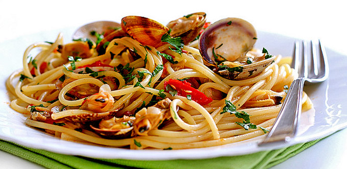 naples-and-food-spaghetti-med-musslor-secret-world