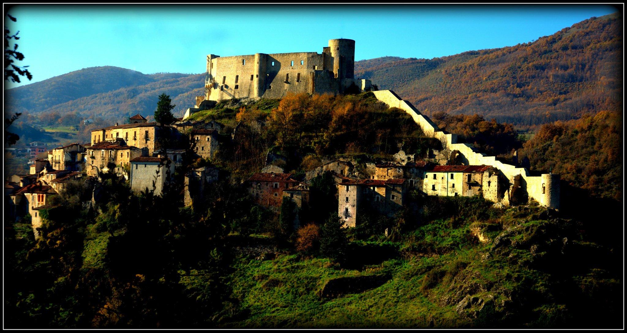 Castello Caracciolo - Secret World