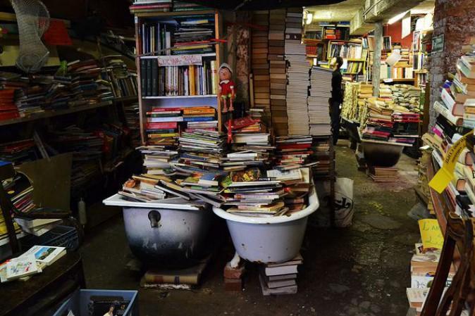 libreria-acqua-alta-secret-world
