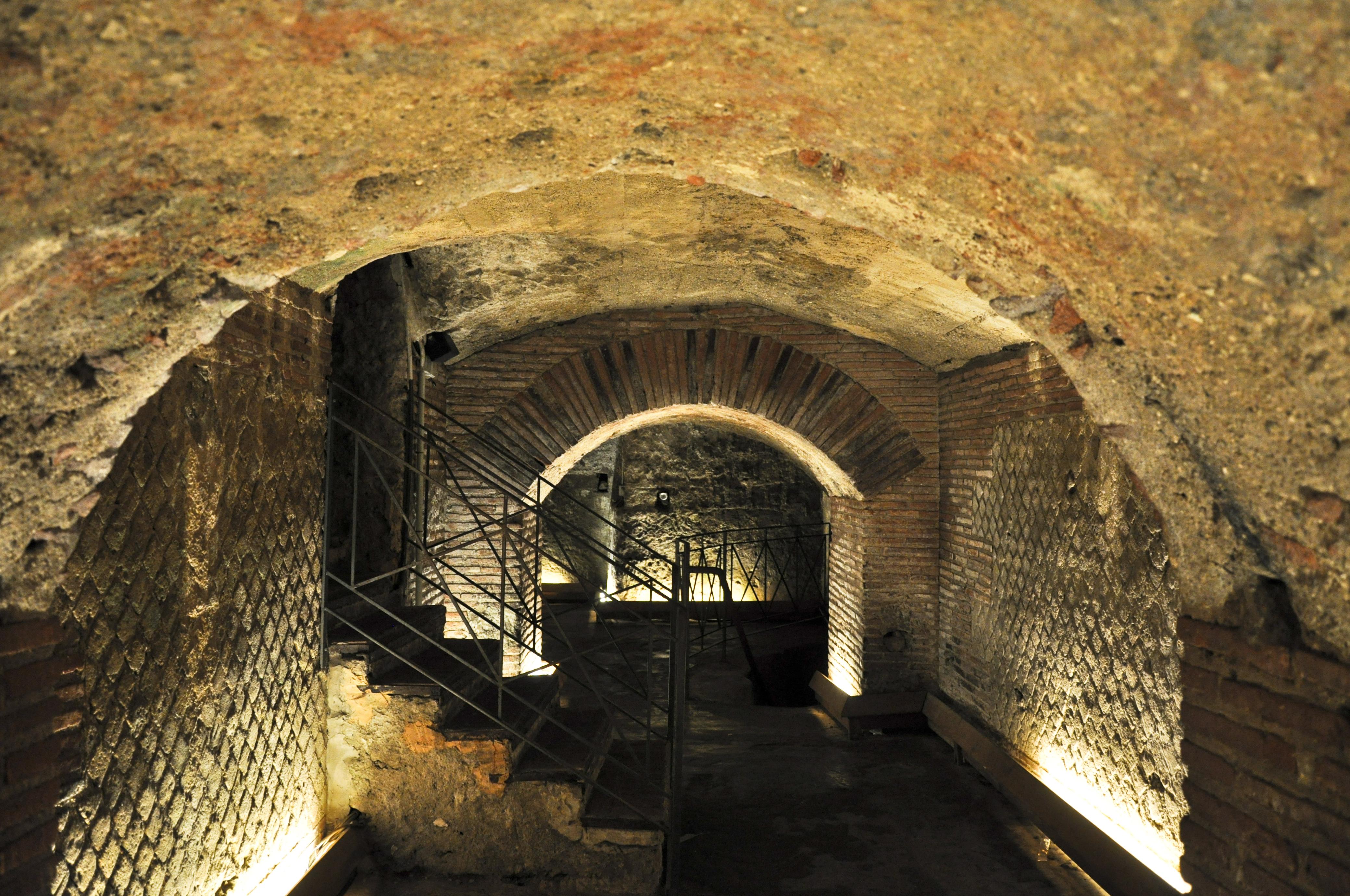 il-teatro-greco-romano-di-neapolis-secret-world