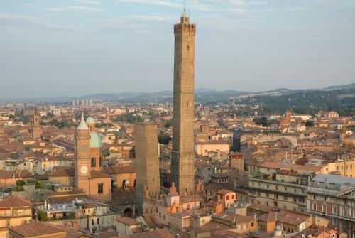torre-degli-asinelli-secret-world