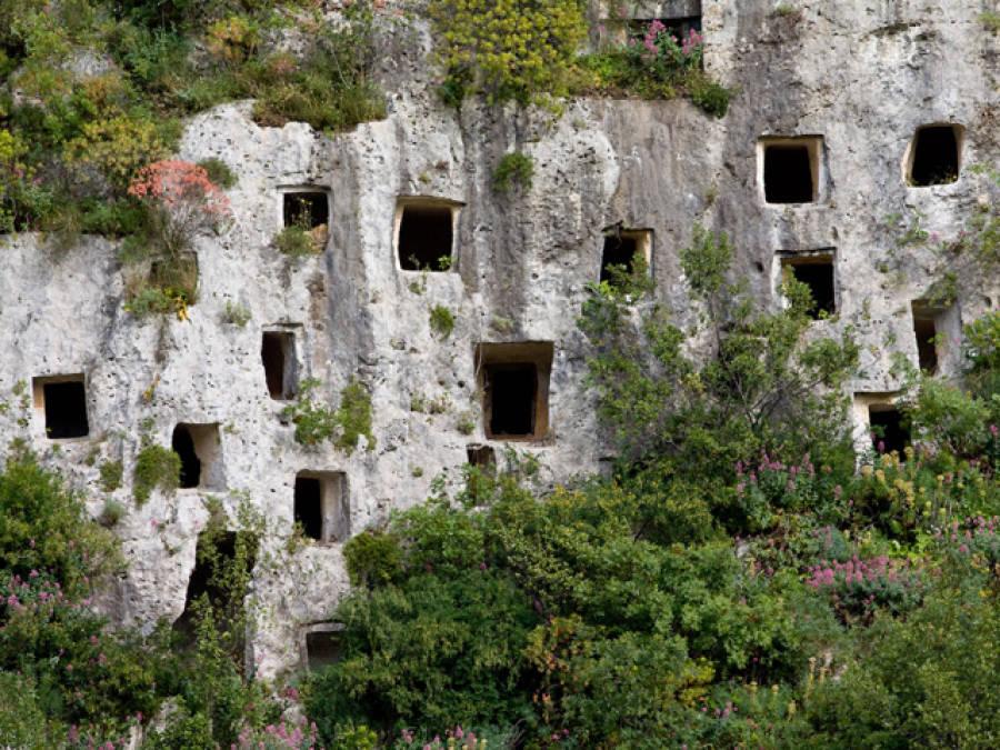 siracusa-e-le-necropoli-rupestri-di-pantal-secret-world