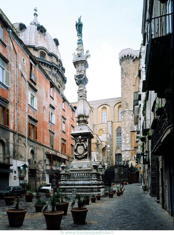 obelisco-o-guglia-di-san-gennaro-secret-world