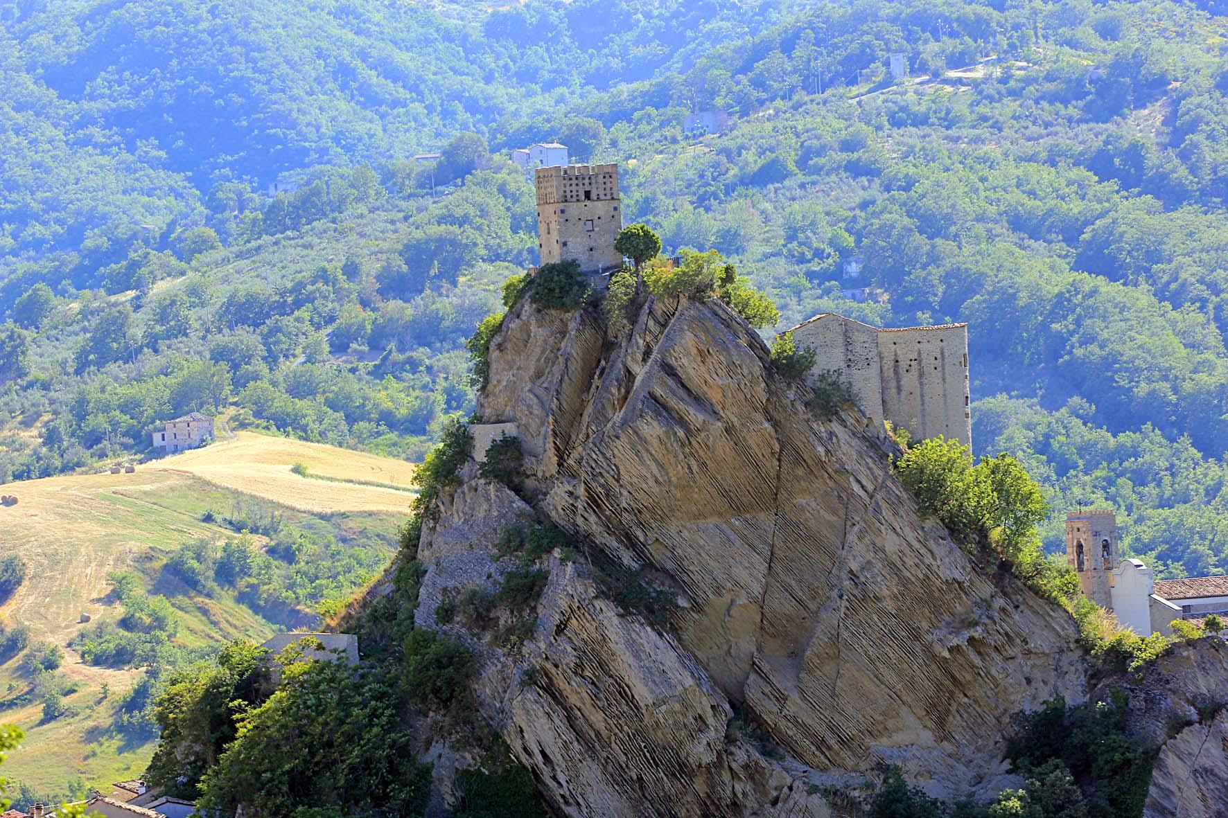 abruzzo-castello-di-roccascalegna-secret-world