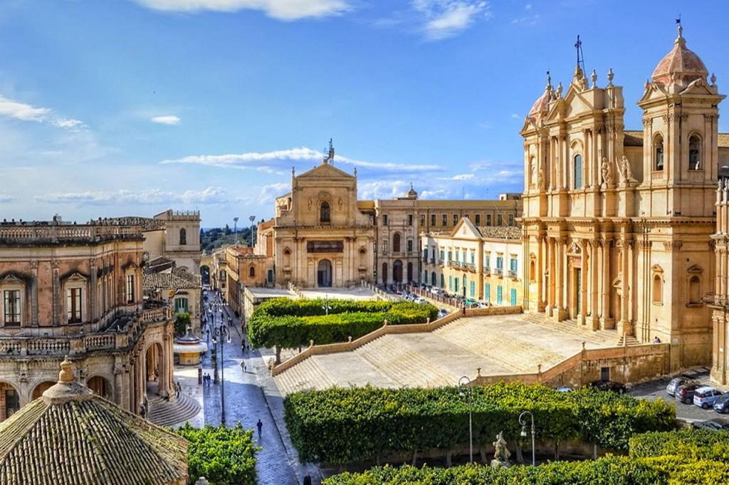 piazza-del-municipio-secret-world