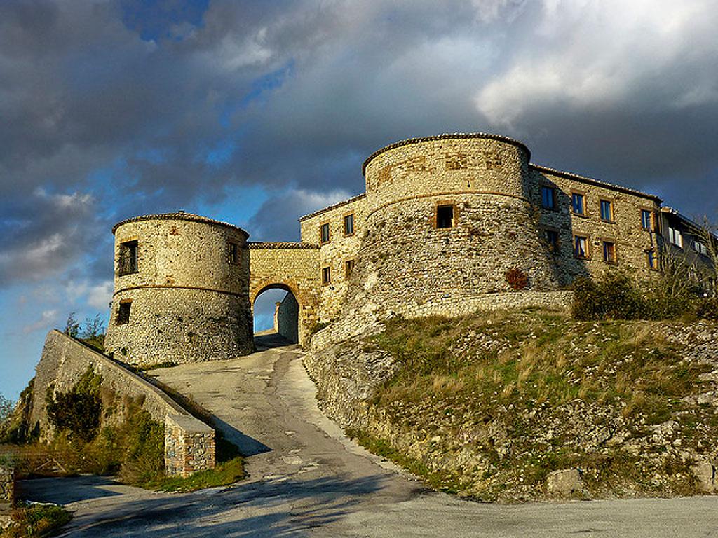 il-fantasma-di-azzurrina-nel-castello-di-montebello