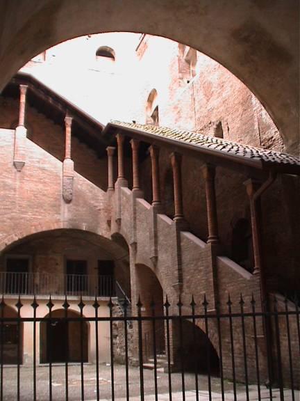 palazzo-del-podesta