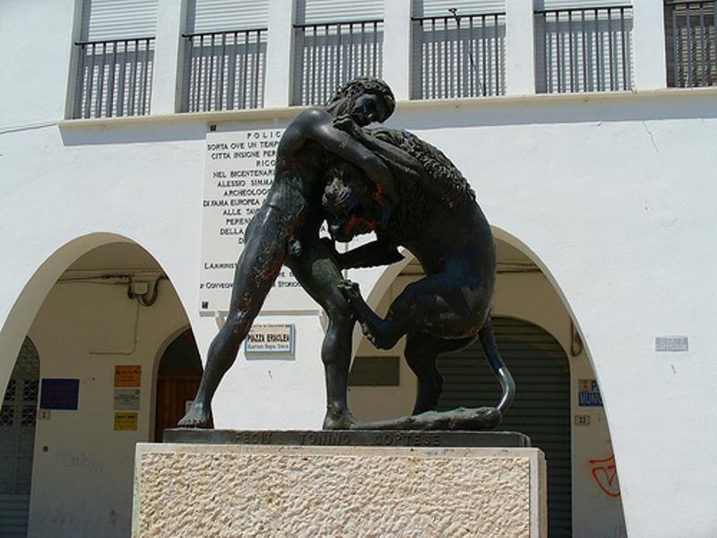 statua-di-ercole-ed-il-leone