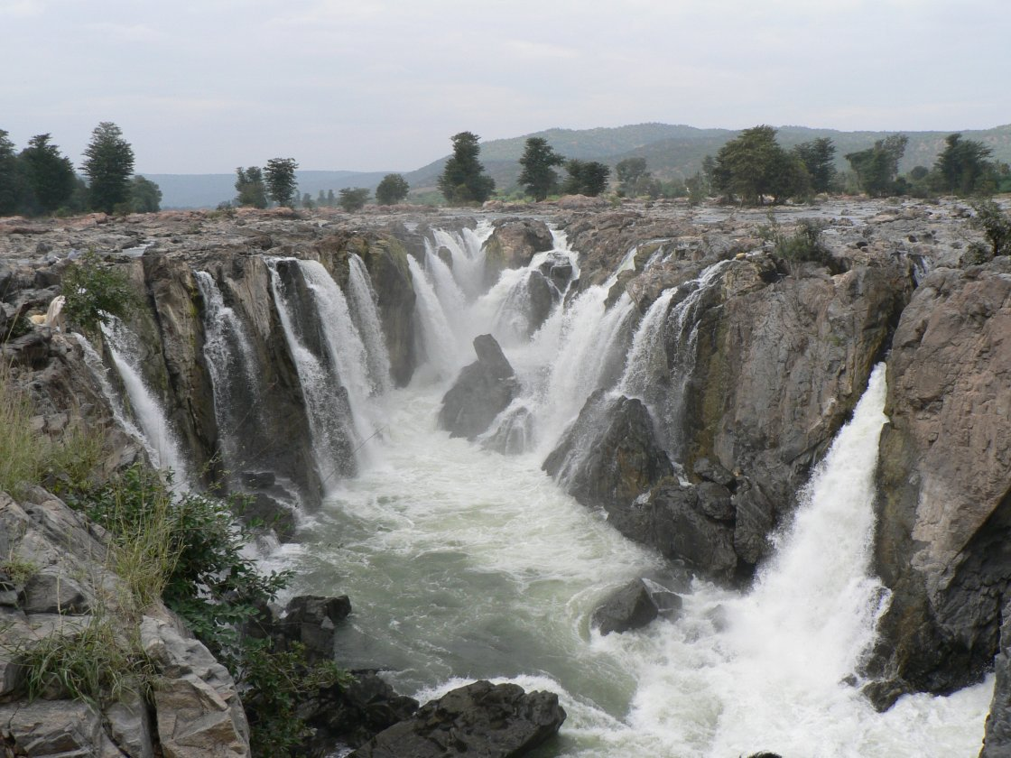 hogenakkal-falls-the-niagara-of-india-secret-world
