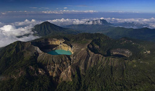 lakes-of-kelimutu-secret-world