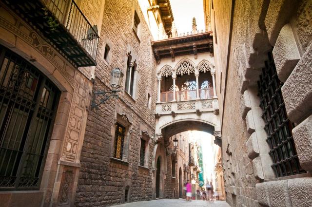 il-barrio-gotico-di-barcellona-secret-world