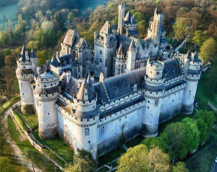 chateau-de-pierrefonds-secret-world