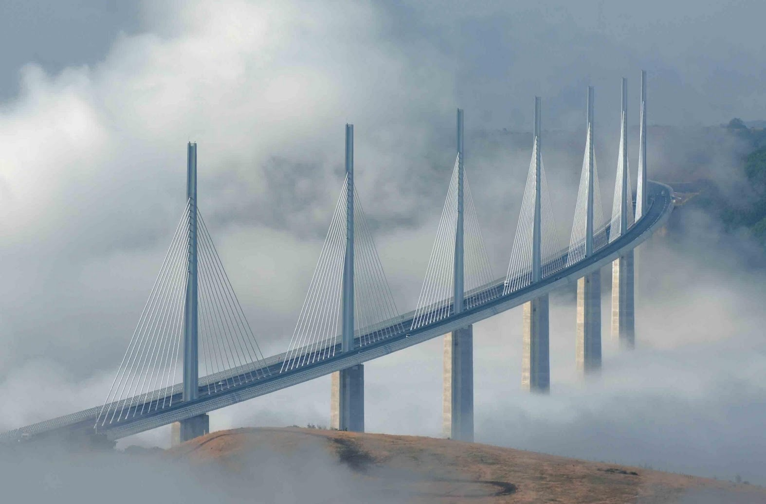 millau-viaduct-bridge-the-tallest-bridge-secret-world