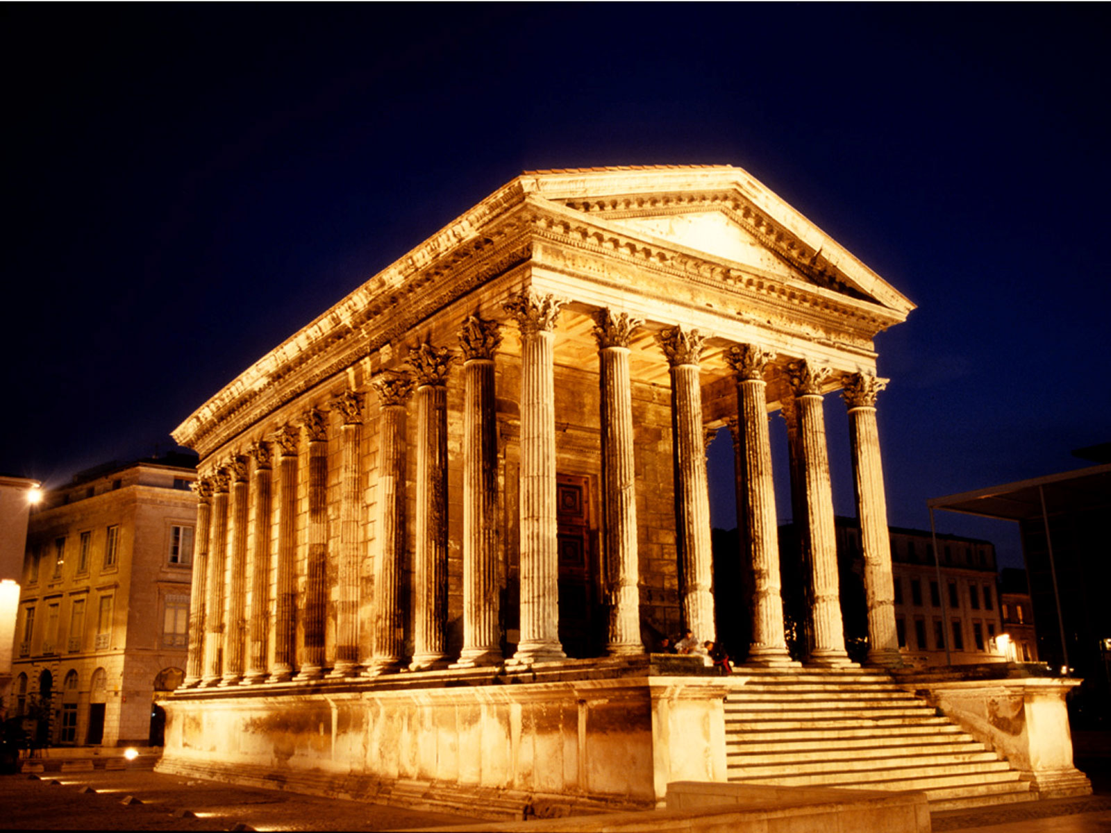 maison-caree-is-an-ancient-building-in-nimes-and-it-is-secret-world