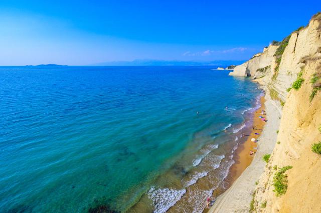 loggas-beach-e-un-panorama-mozzafiato-secret-world