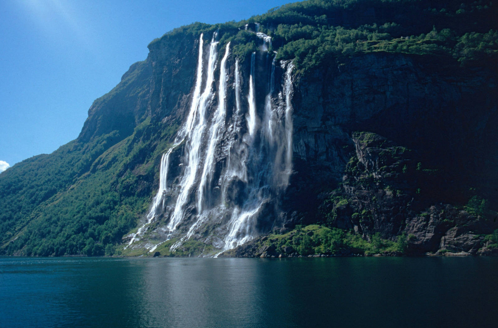 the-seven-sisters-waterfall-in-norway-secret-world