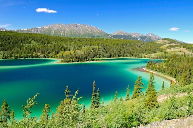 emerald-lake-is-a-wonderful-lake-near-skag-secret-world