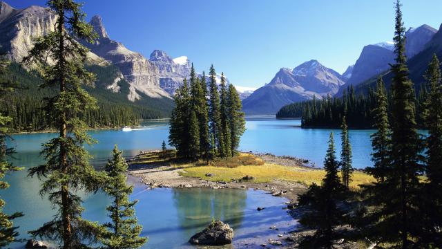 spirit-island-in-maligne-lake-jasper-nat-secret-world