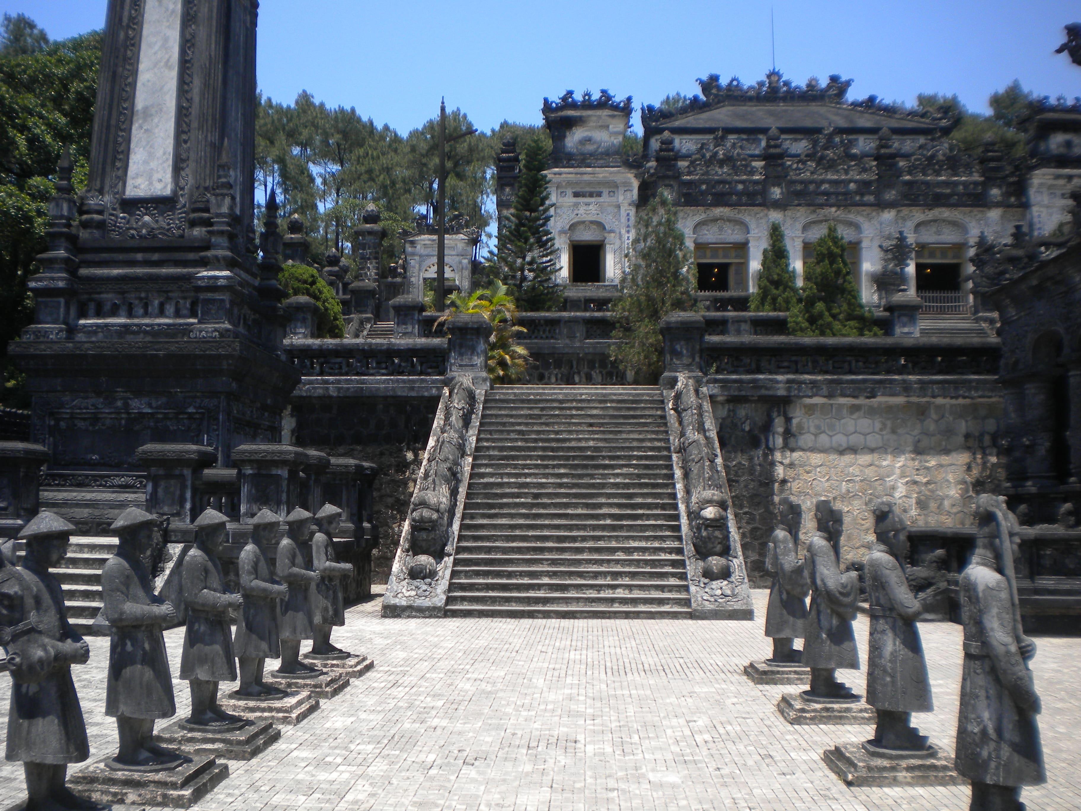 khai-dinh-tomb-secret-world