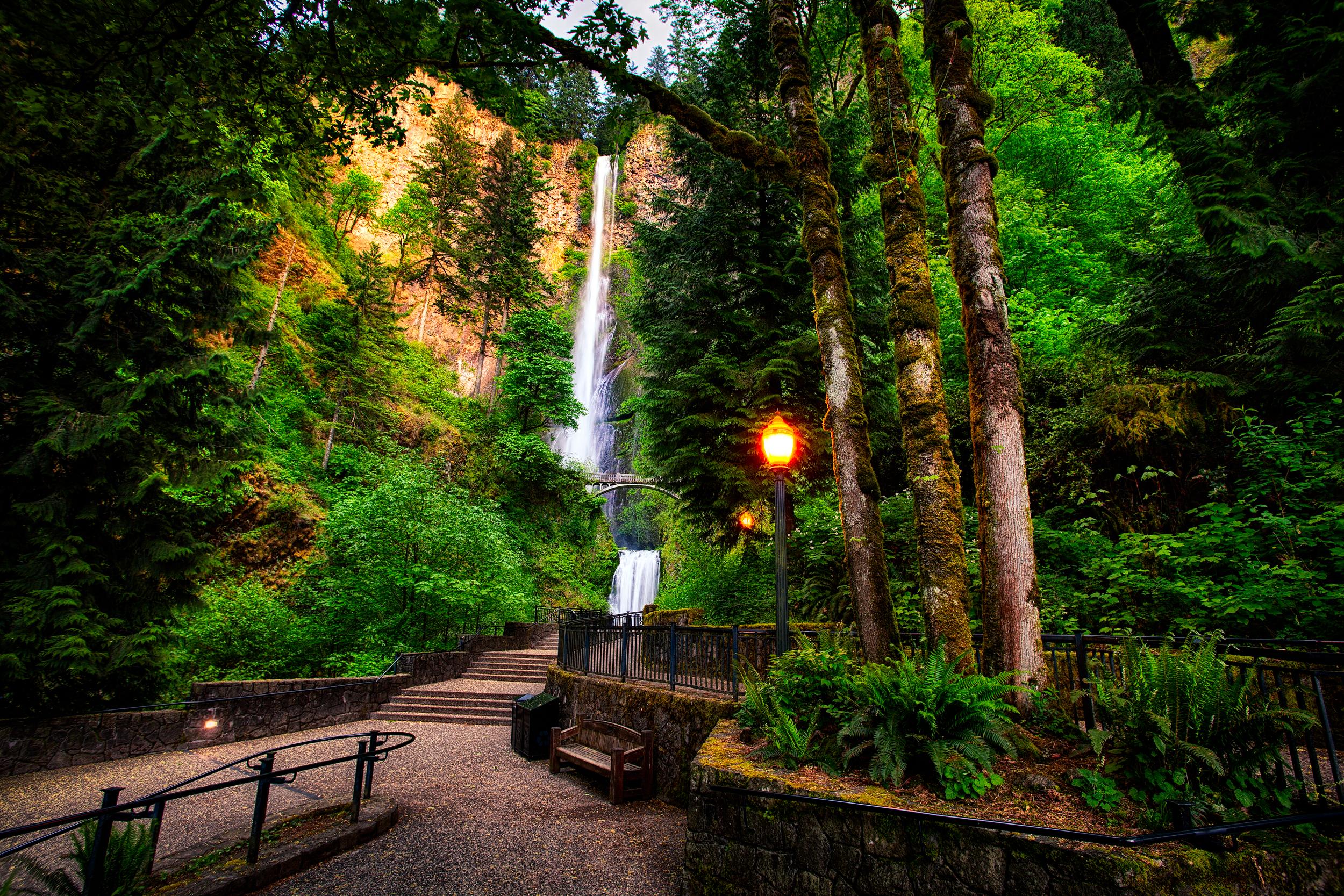 portland-multnomah-falls-secret-world