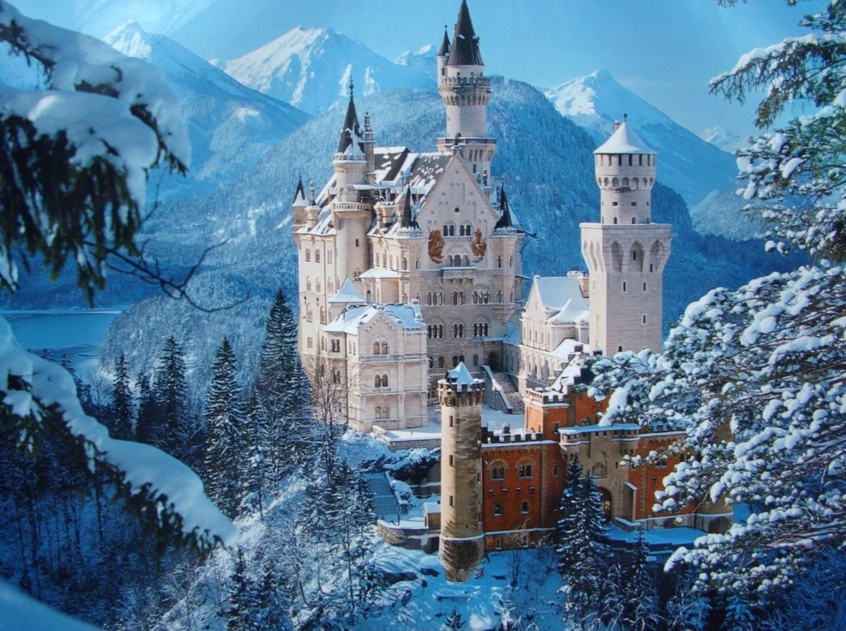 neuschwanstein-castle-the-fairytale-cast-secret-world