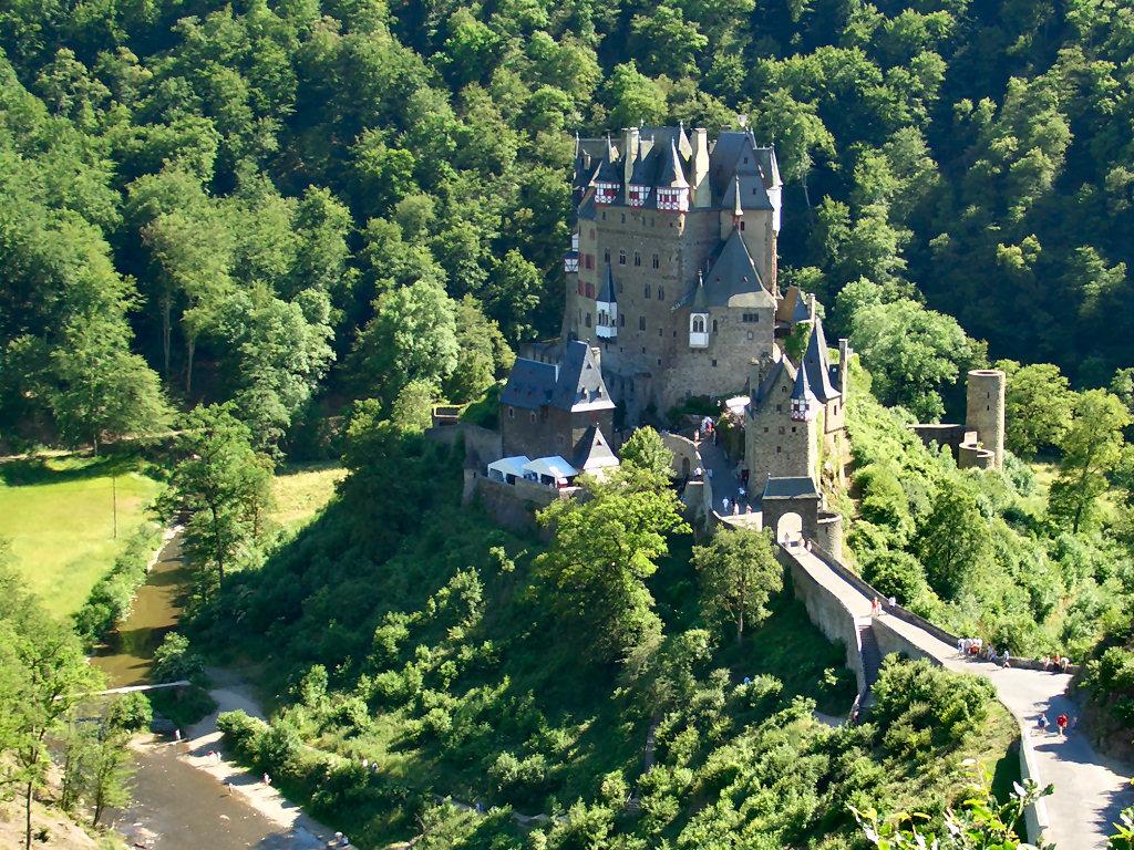 magical-burg-eltz-castle-secret-world