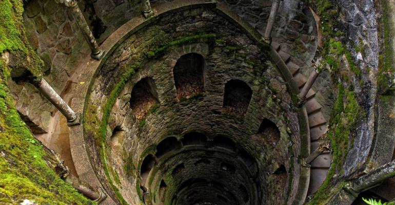 the-masonic-initiation-wells-of-the-quinta-da-regaleira-secret-world