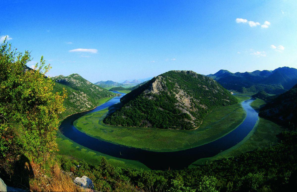 skadar-lake-lies-on-the-border-of-albania-secret-world
