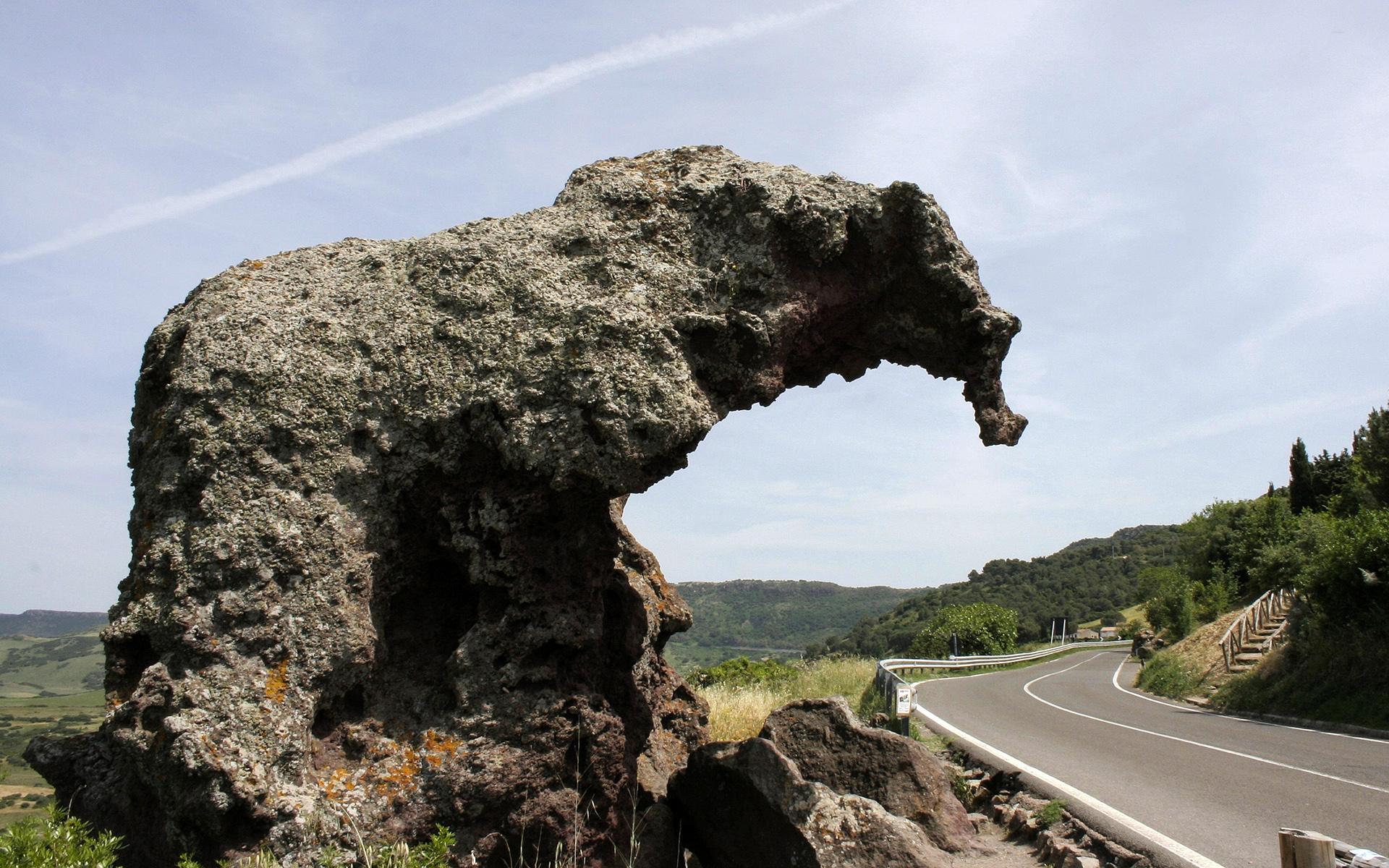 italy-elephant-rock-secret-world