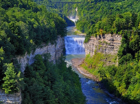 middle-falls-on-the-genesee-river-secret-world