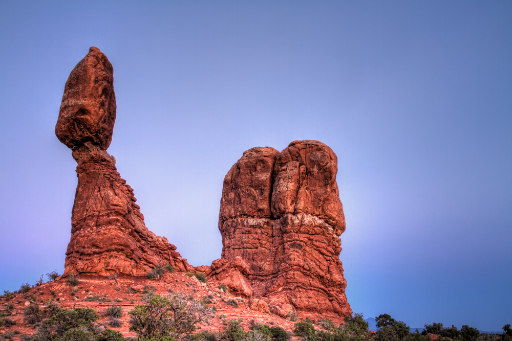 balanced-rock-in-arches-national-park-secret-world