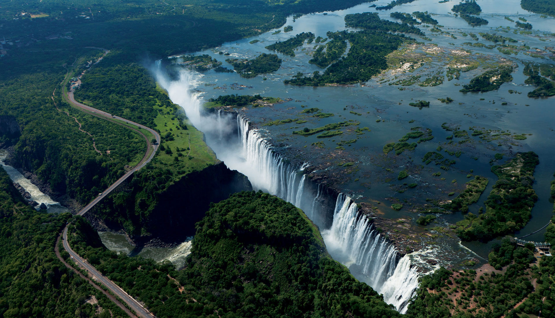 the-victoria-falls-on-the-zambezi-river-secret-world