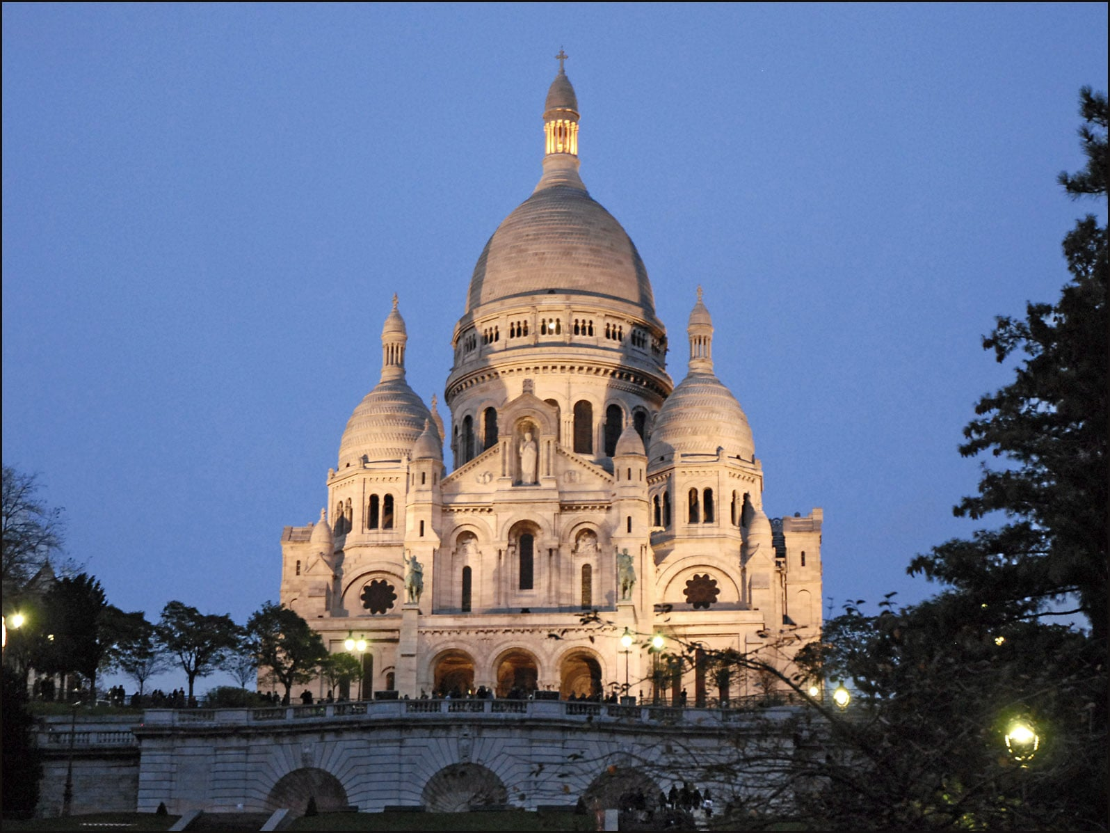 paris-sacre-coeur-basilica-secret-world
