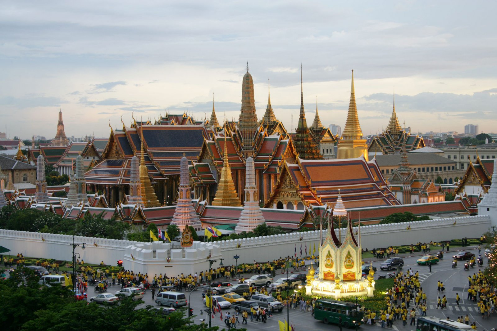 grand-palace-in-thailand-secret-world