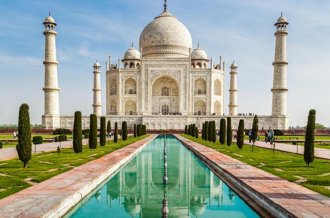 taj-mahal-is-a-graceful-tribute-to-eternal-secret-world