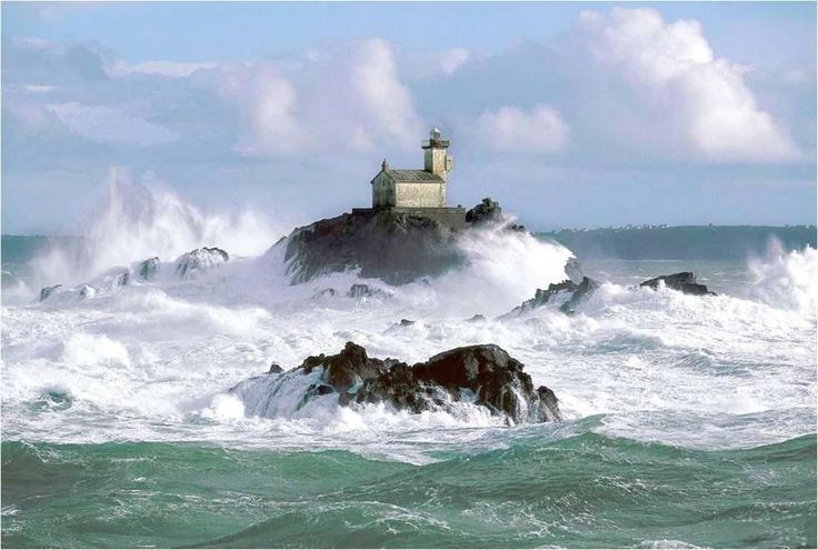 tevennec-lighthouse-in-the-sein-channel-secret-world