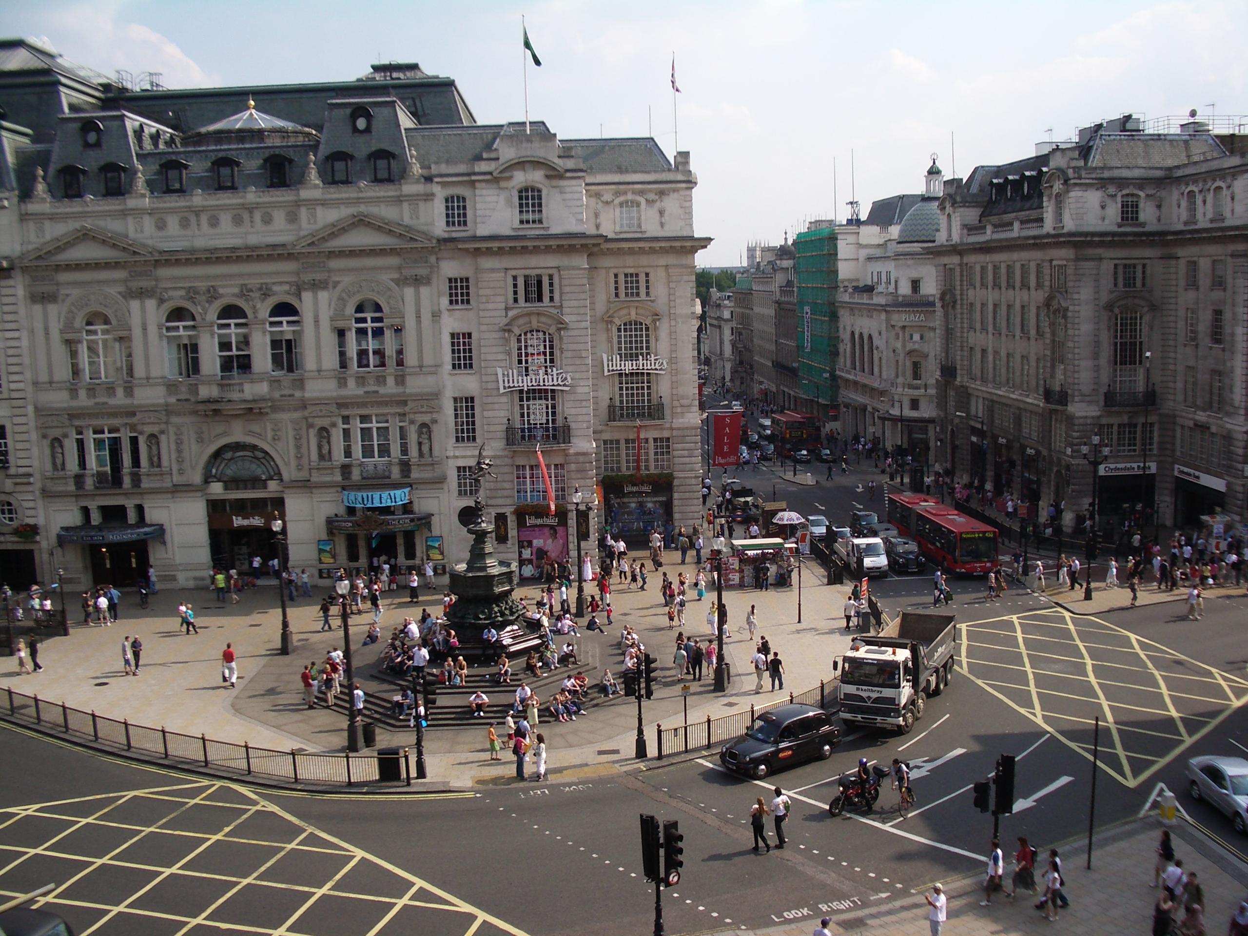 piccadilly-circus-secret-world