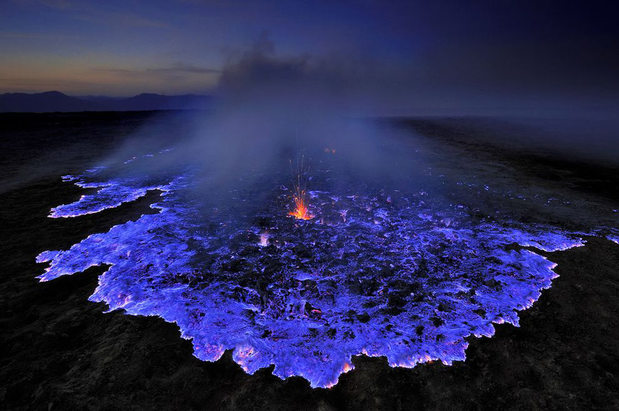 kawah-ijen-is-a-volcano-that-erupts-electr-secret-world