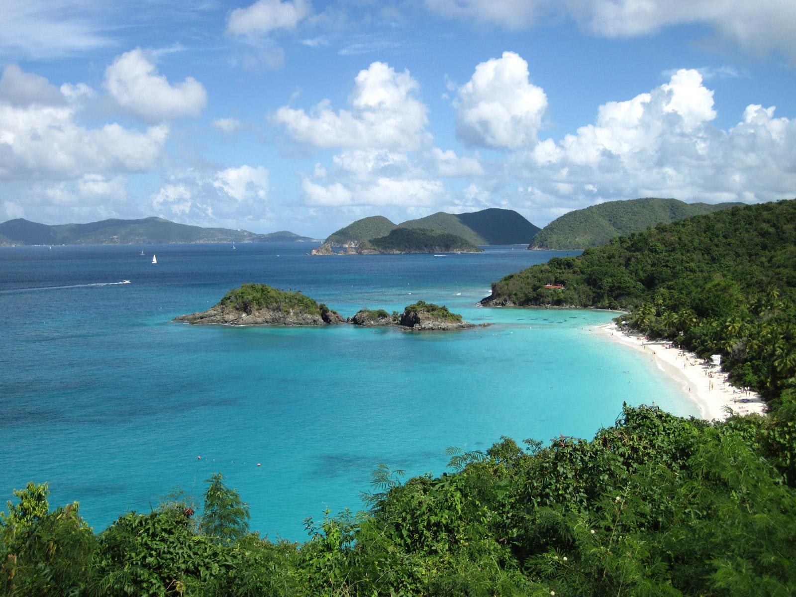 trunk-bay-beautiful-waters-and-wonderful-secret-world