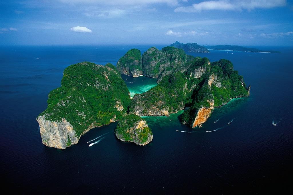 phi-phi-leh-is-an-uninhabited-island-secret-world