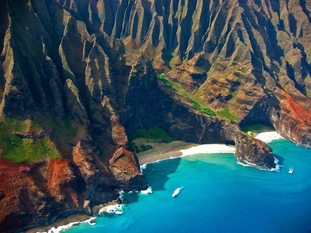 honopu-beach-also-known-as-cathedral-beach-secret-world