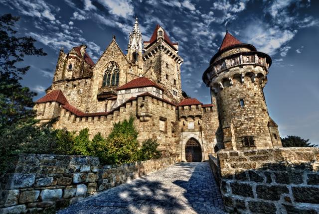 the-picturesque-kreuzenstein-castle-secret-world