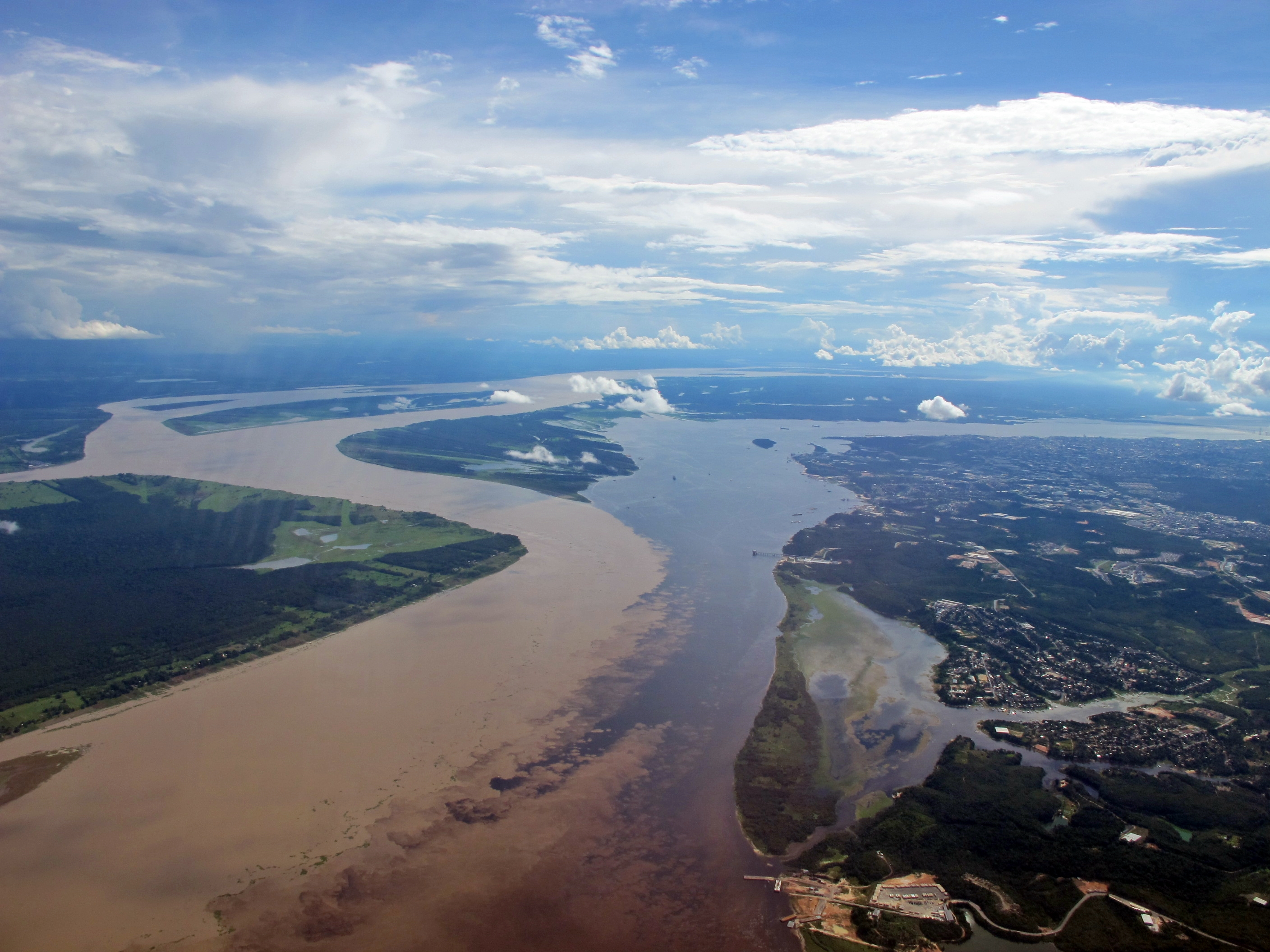 the-meeting-of-the-waters-in-amazonia-secret-world