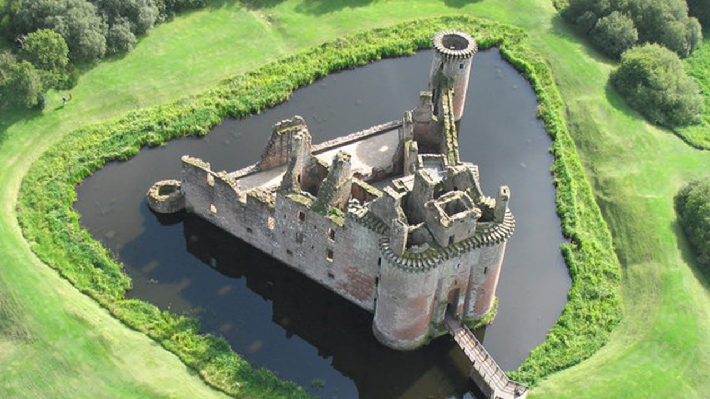 dumfries-caerlaverock-castle-secret-world